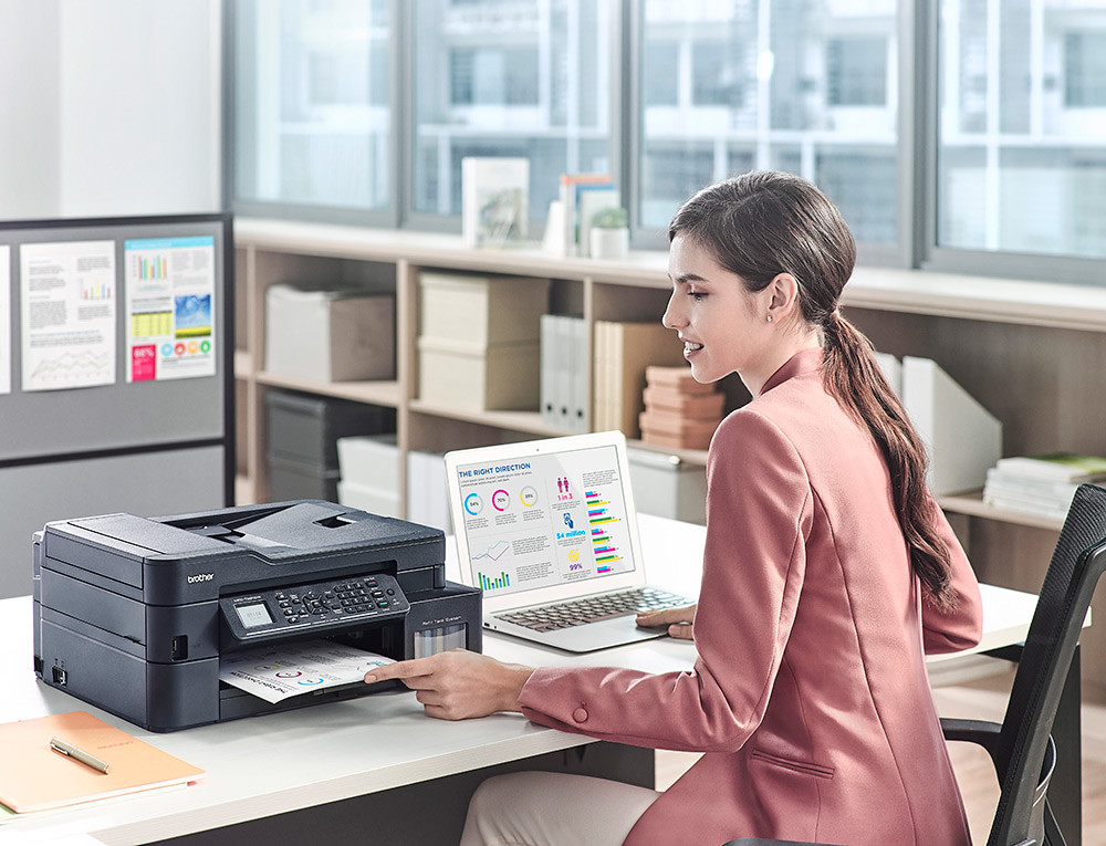 Brother_Office-Girl_01_010_270320