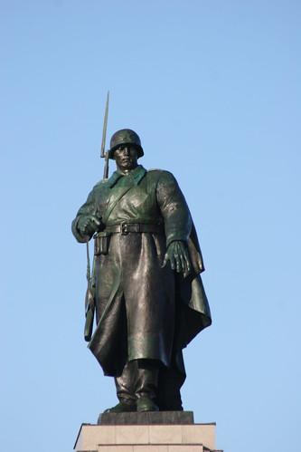 1945 Berlin Rotarmist 8mH von Lew Jefimowitsch Kerbel/Wladimir E. Zigal Sowjetisches Ehrenmal Straße des 17. Juni in 10557 Tiergarten