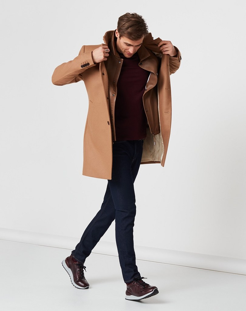 【ASTIR雅躍系列】最難得之處,在於搭配上不限於西裝、大衣或襯衫,即便是穿上素色毛衣或休閒運動服都能搭配。