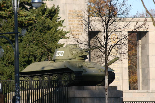 1940 Berlin linker Panzer T-34-76 Sowjetisches Ehrenmal Straße des 17. Juni in 10557 Tiergarten