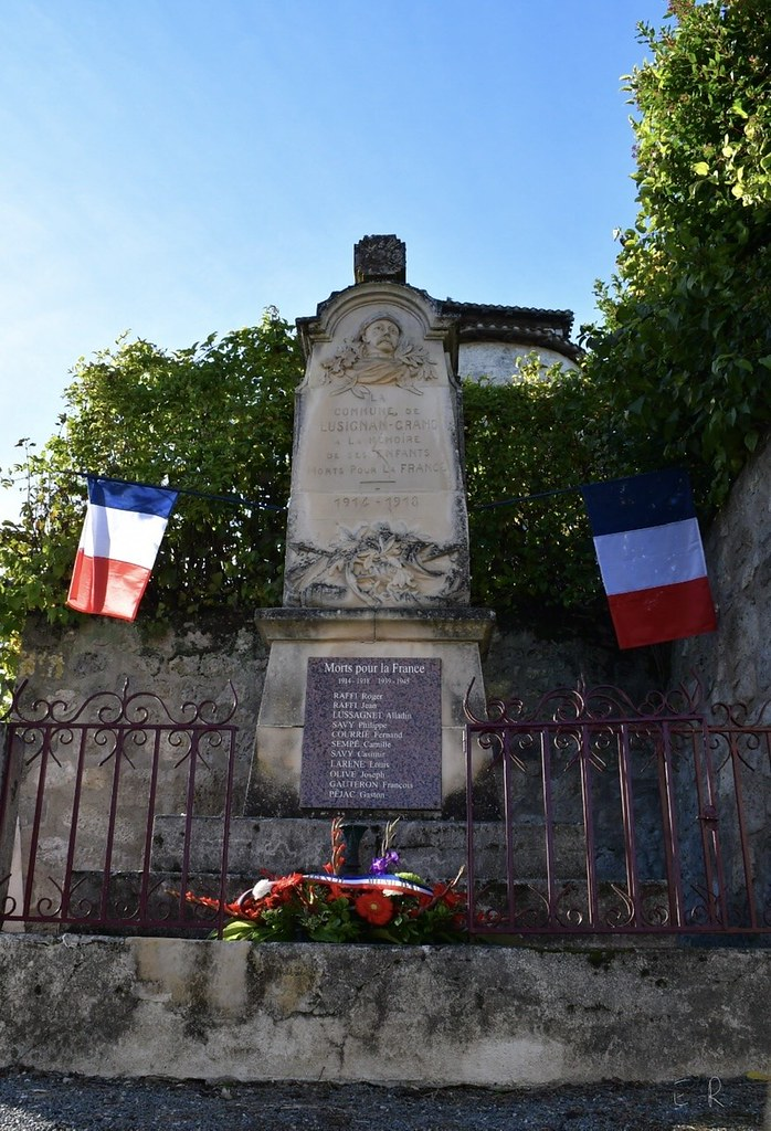 monument-aux-morts-lusignan-grand