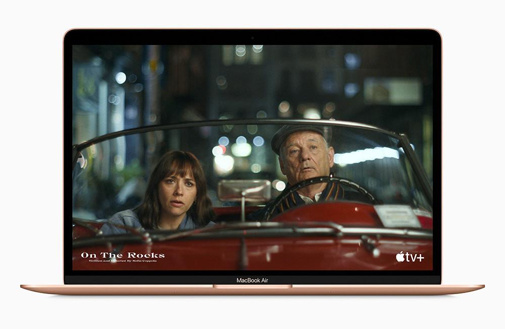 Apple_new-macbookair-gold-apple-tv-plus-screen_11102020