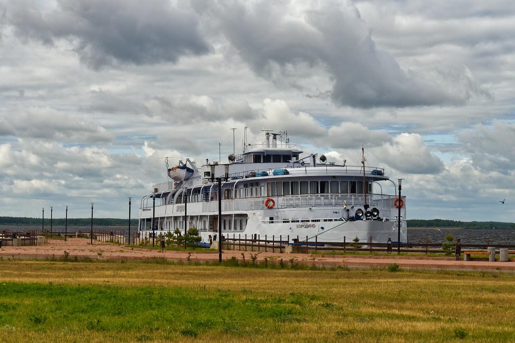 фото: Volga River 244