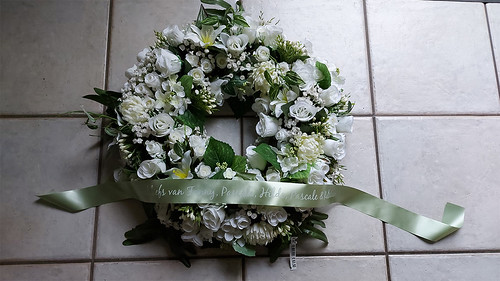 45mm mosgroen rouwlint met wit bedrukt