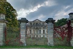 - Villa Olympia I