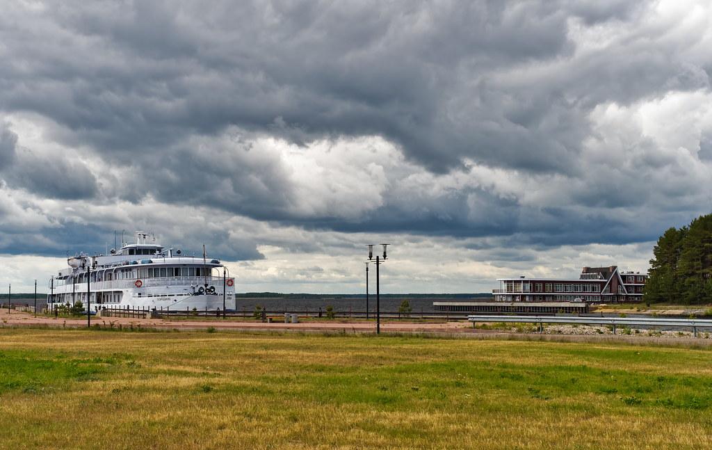 фото: Volga River 245
