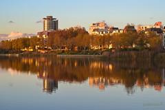 La lac et la ville