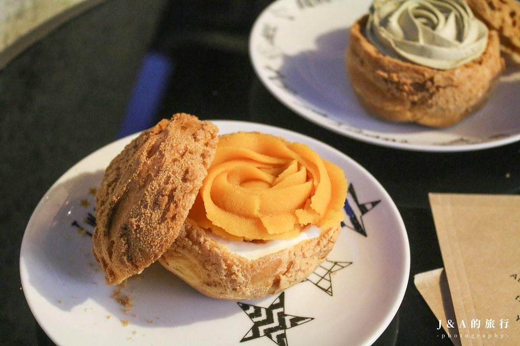 鳳甜烘培。玫瑰花造型菠蘿餅乾泡芙,生乳餡搭配地瓜、培茶、柚香金萱等10多種口味【板橋美食/板橋甜點】 @J&A的旅行