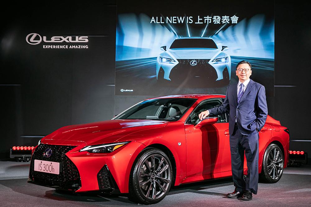 Lexus-IS300h-1
