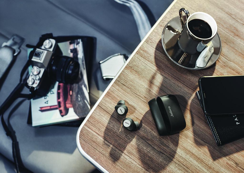 Jabra Elite 85t 鈦黑款機上使用情境2