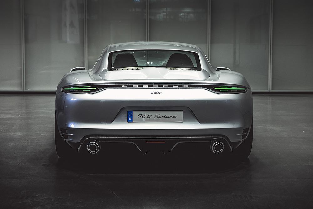 Porsche 201125-1-2