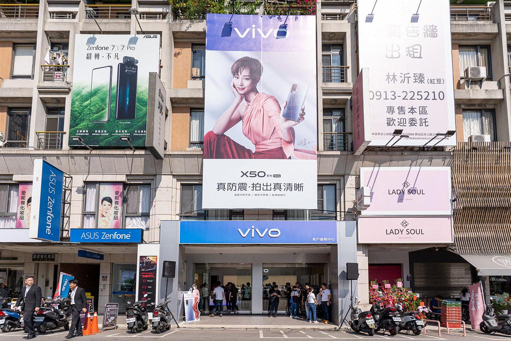 vivo台中體驗店是是vivo首間結合客戶服務中心的複合式門市,也是全台第三間體驗店