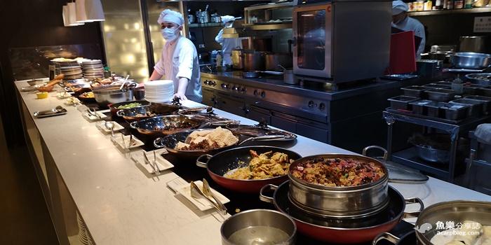 【台北信義】探索廚房buffet|寒舍艾美酒店|龍蝦湯 片皮鴨 和牛握壽司 人參鮑魚雞湯 @魚樂分享誌