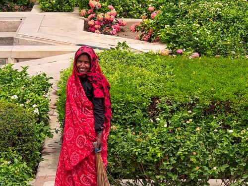India - Amber - Fort Amber  - Cuidant els jardins
