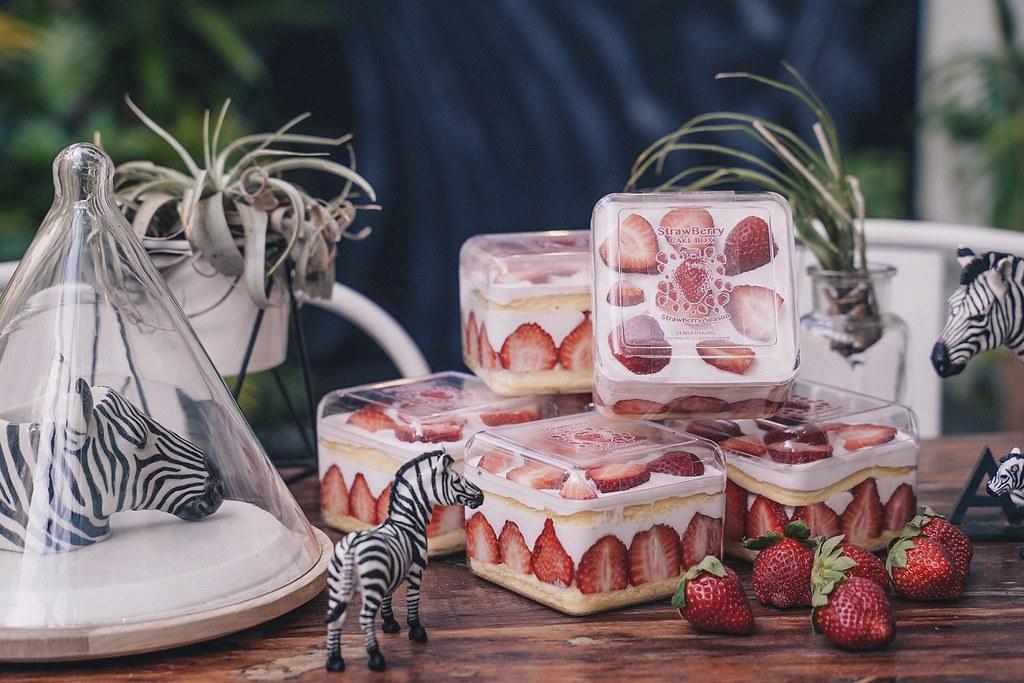 誠品生活耶誕市集|斑馬散步咖啡|草莓巴克斯|特價220元|原價270元。