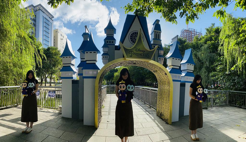 圖2.創意拍照第二招:「夢幻分身」!最絢麗的童話城堡住著好多公主,其中一位就是我!