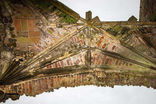 Vaulted ceiling. Internal gatehouse