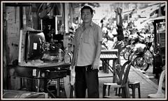 Un recuperateur de television a Phnom Penh .