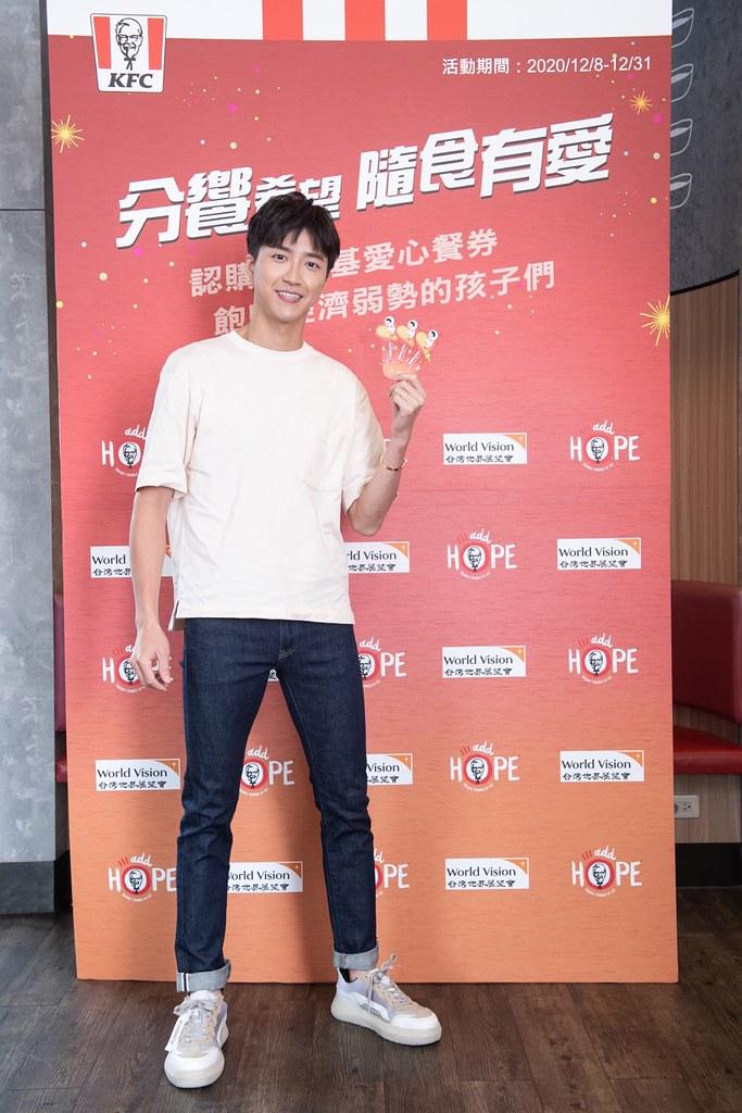【新聞照片2】桌球名將江宏傑在第一時間響應肯德基愛心餐券認購公益活動