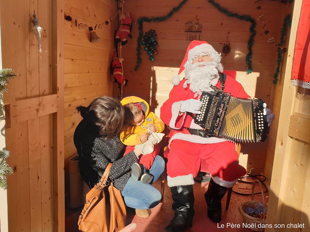 Le Père Noël dans son chalet