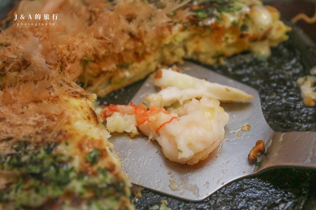 東京大阪燒。傳統市場內的日系美食!份量十足百元平價大阪燒、廣島燒,手工外脆內軟炒麵麵包也有特色 @J&A的旅行