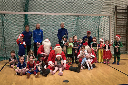 """The last football training before Xmas • <a style=""""font-size:0.8em;"""" href=""""http://www.flickr.com/photos/22350928@N02/50734116981/"""" target=""""_blank"""">View on Flickr</a>"""