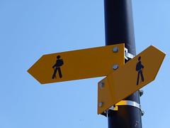 Signes de cehmin de randonnée @ Bernex