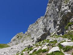 Sentier sous les falaises de la Pointe de la Sambuy