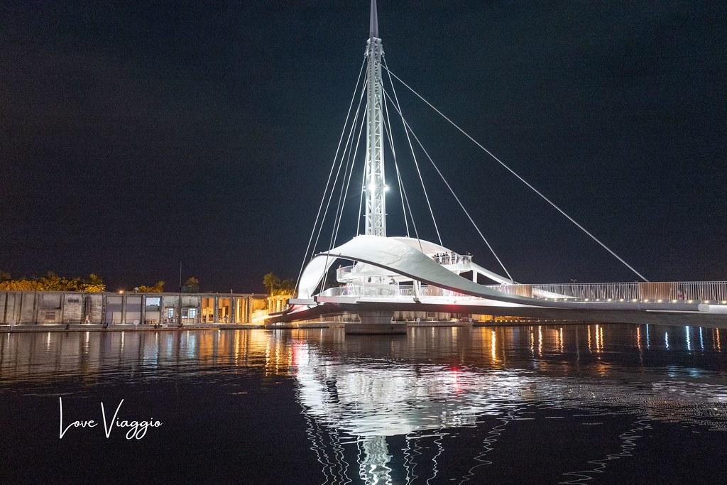 【高雄Kaohsiung】海洋流行音樂中心跨百光年燈光秀 媲美國際級的燈光音樂演出 @薇樂莉 Love Viaggio | 旅行.生活.攝影