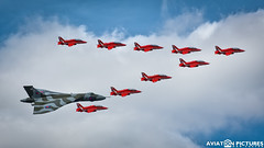 Avro Vulcan Xh558 + The Red Arrows