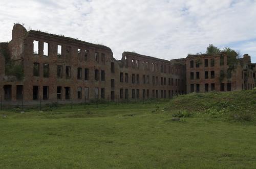 Ruins of the wardens' wing at Oreshek Fortress, 14.09.2018.