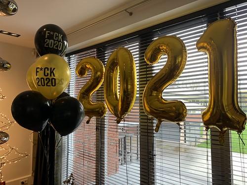 Folieballon Cijfer 2021 en Tafeldecoratie 3ballonnen Fuck 2020 Oud en Nieuw Kralingseweg Rotterdam
