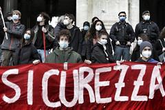 Proteste di studenti e professori con lezioni in piazza e presidi