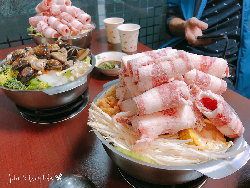 三重 小火鍋-路得小火鍋-三重國小站-肉肉山好滿足-白飯、蜂蜜水、泡菜無限供應