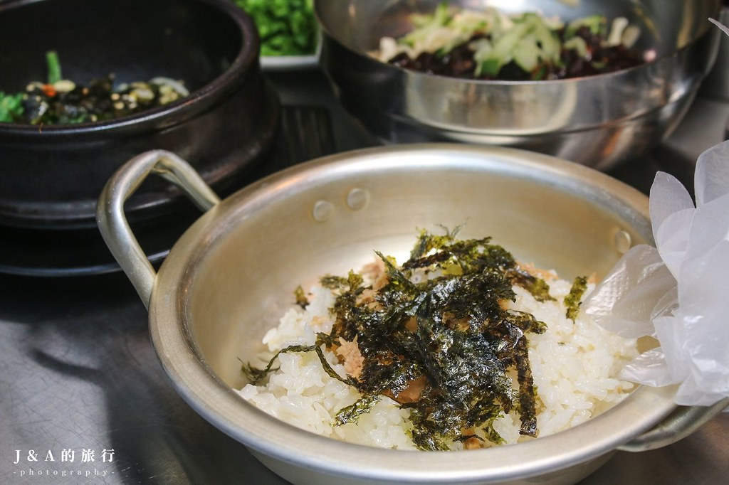 高麗園銅盤烤肉(新月廣場)。銅盤烤肉、韓式料理吃到飽!韓式炸雞、血腸、燒肉、甜餅、人蔘雞粥等20多種料理任你吃! @J&A的旅行
