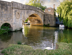 Photo of Halfpenny Bridge and Toll-House, Lechlade, Gloucestershire, England