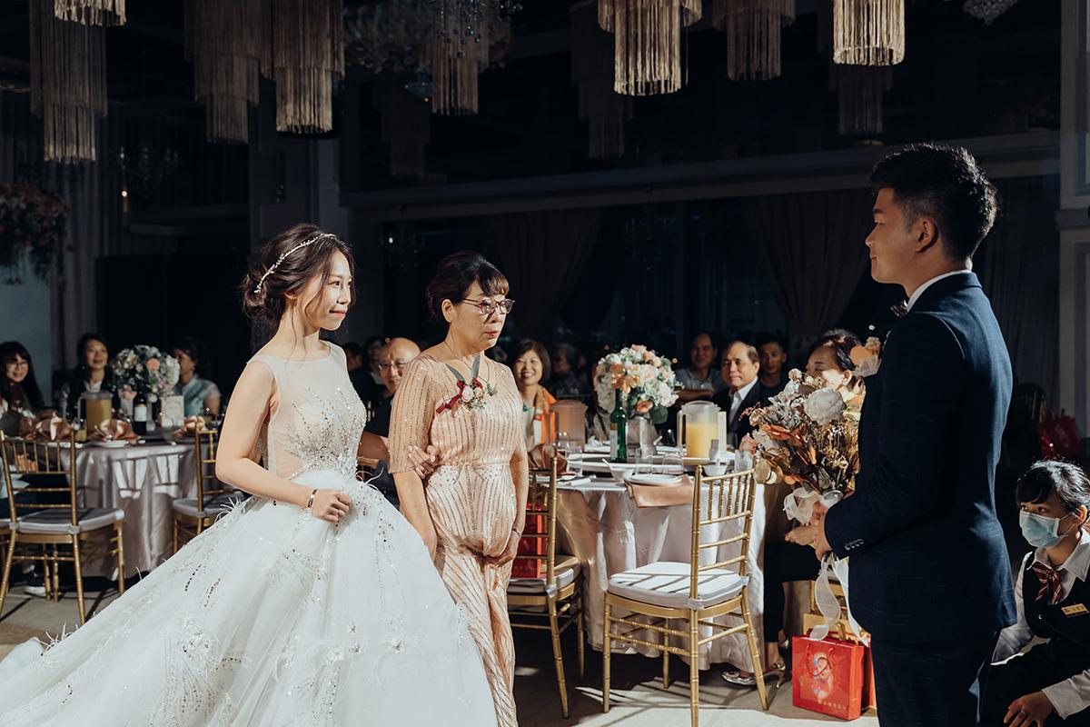 美式婚禮,婚攝作品,婚禮攝影,婚禮紀錄,民權晶宴會館,中式婚禮,龍鳳掛,帶路雞,類婚紗,wedding photos