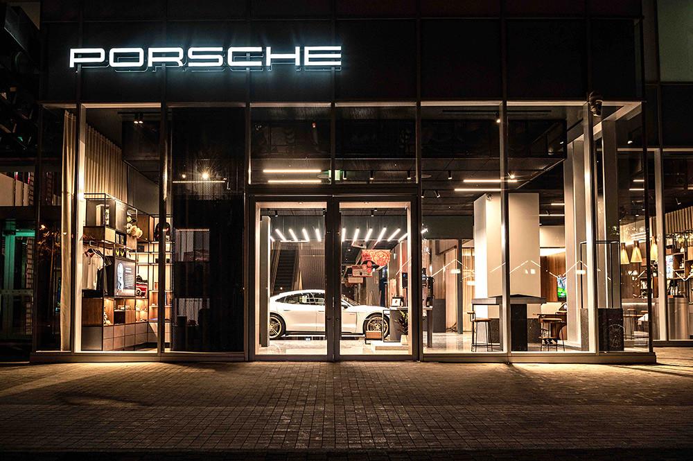 Porsche 210122-4