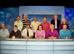 Irregulars' substitute Heather Owen joins the team for a commemorative photograph with the Eggheads and the questionmaster. The challengers look rather serious, understandably