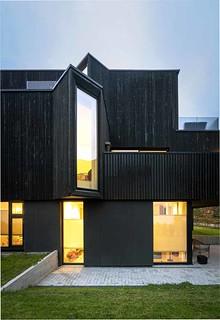 Baie vitrée moderne créative dans une maison privée