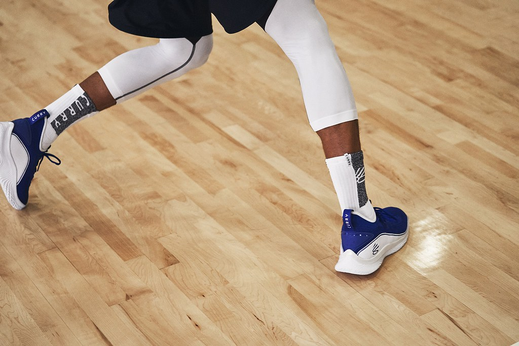 CURRY FLOW 8「Flow Like Water」配色,陪伴Curry打破外界質疑,在NBA 2020-21賽季狂砍個人生涯新高單場62分!