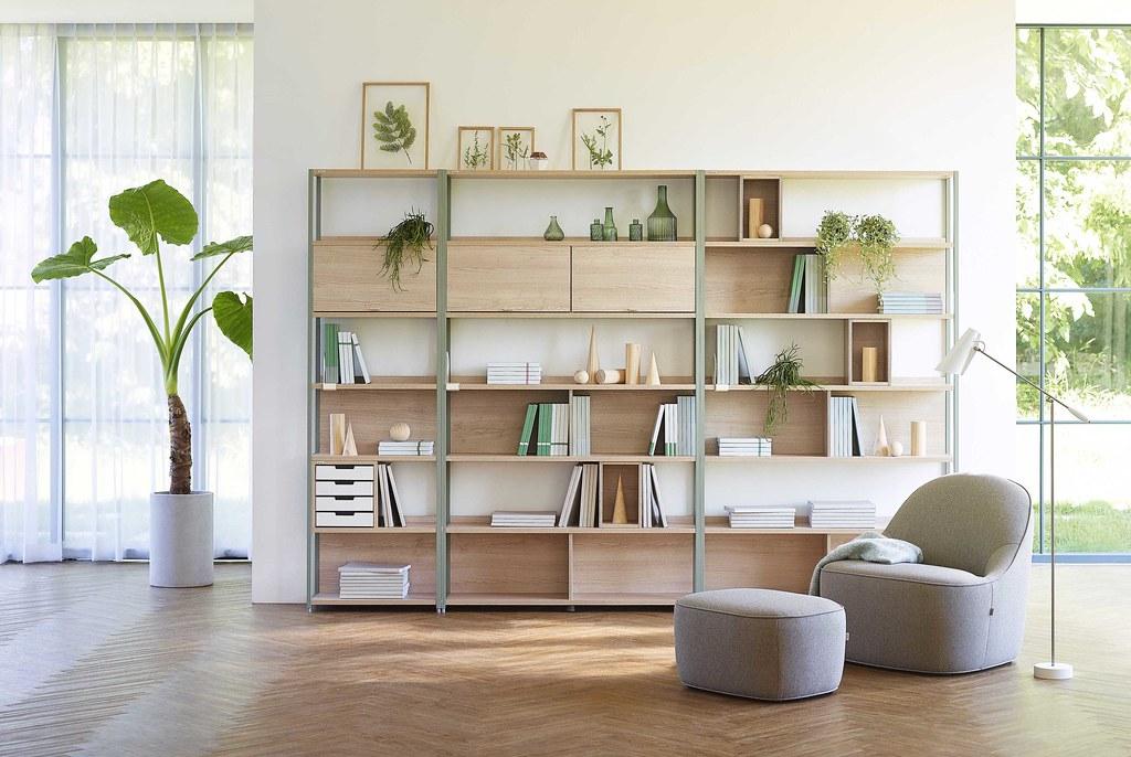 02-惱人的「收納」是大多數人最困擾的居家整理問題,不管是擺飾品、書籍、植栽,擁有多種收納組合的iloom怡倫家居 Glen系列層架櫃,能讓空間利用達到最大化