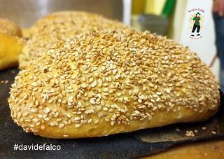 Pane di grano duro con sesamo