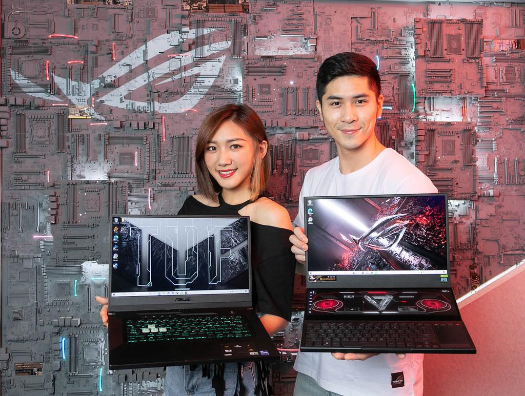 ROG玩家共和國攤位展示CES發表的雙螢幕電競筆電ROG Zephyrus Duo 15 SE,及嶄新樣貌的ASUS TUF Dash F15。 (1)