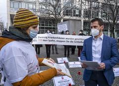 Unterschriftenübergabe an Spahn: Stopp von Klinikschließungen gefordert