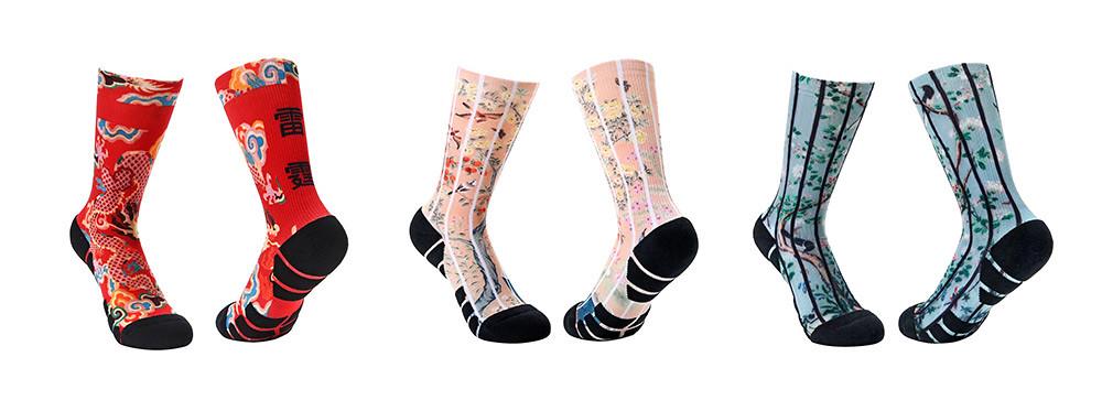 新春系列印花運動襪售價420元,即日起可在網路與實體通路購買