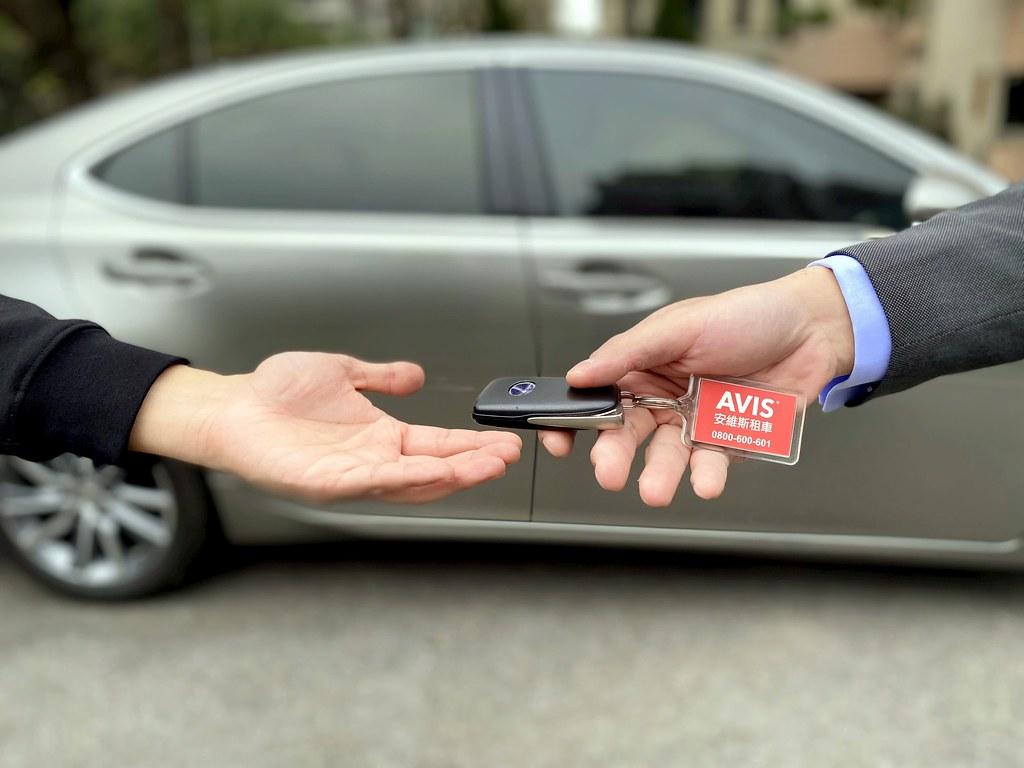 03_AVIS安維斯租車有鑑於給長租客戶更安心無虞的酒後返程解決方案,與酒後代駕第一品牌-台灣代駕攜手合作,為業界首創。