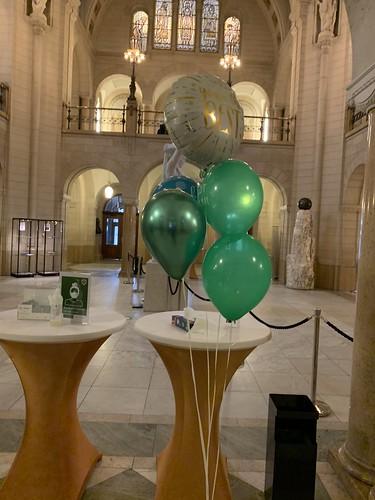 Ballonboeket Bedankt Sterker door Strijd Burgemeester Ahmed Aboutaleb Stadhuis Rotterdam