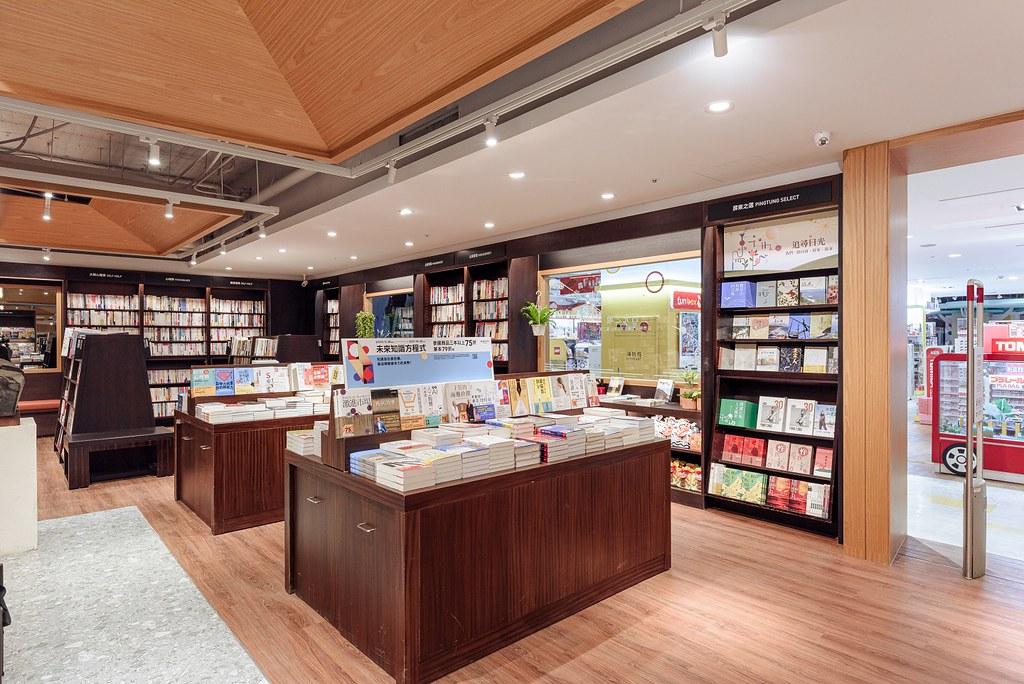 圖三:誠品生活屏東店改裝增設「屏東之選專區」,此外也有豐富主題書展。