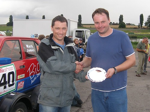 Kevin Evans receives trophy from Kevin Reynolds Mallory 2006